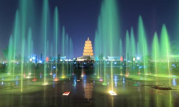 xian at night, pagoda with fountains