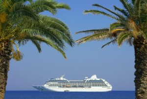 dp-cruise-ship-and-palm-trees-05062014